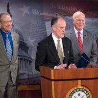 Thumbnail: Photograph of FERA press conference, 2009 April 28