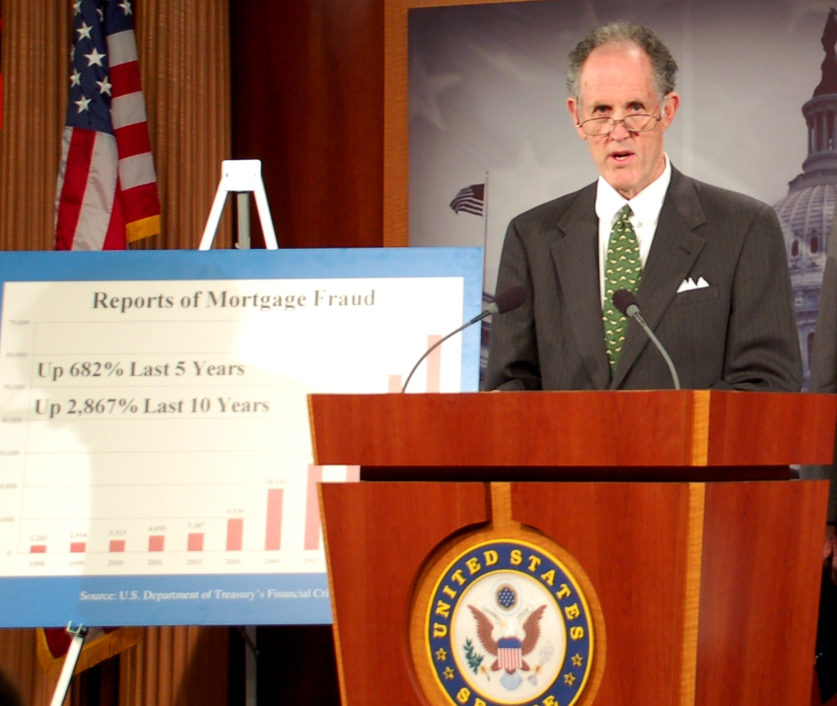 Photograph of financial fraud press conference, 2009 April 22