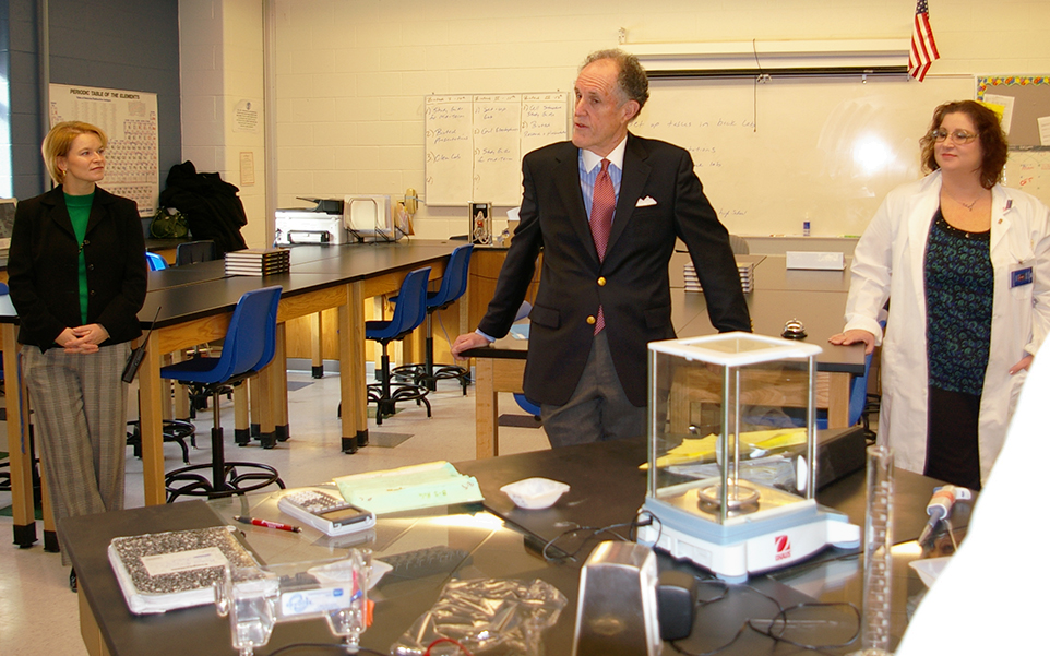 Photograph of Senator Kaufman at St. Georges Technical High School, 2010 January 8 (2)