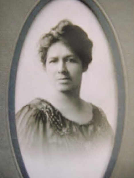 Portrait photograph of Blanche W. Stubbs, circa 1910.  Facsimile image courtesy of H. Gordon Fleming