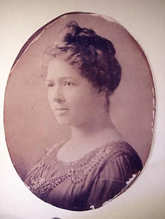 Portrait photograph of Blanche W. Stubbs, circa 1920.  Facsimile image courtesy of H. Gordon Fleming